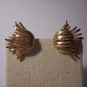 Vintage Trifari Gold Tone Flower Clip Earrings